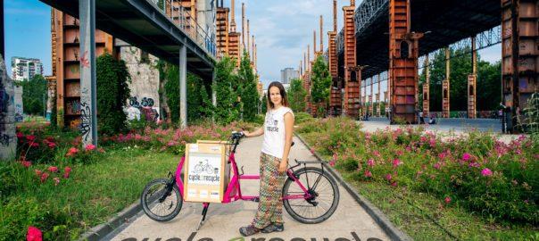 In bicicletta in Europa per raccogliere plastica da riciclare